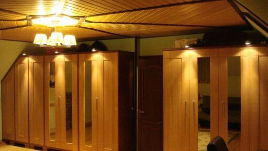 Спальня Карина шкафы бук (светло-бежевый и коричневый)